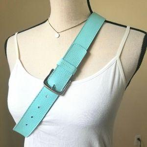 Women's Talbots turquoise Italian leather belt M